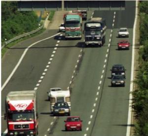 كم تبلغ مسافة الأمان المطلوبة من سائقي الشاحنات ؟؟