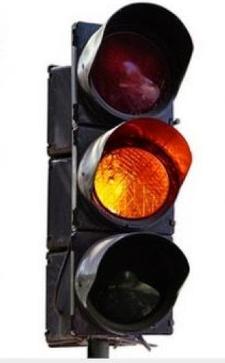 هل يمكن عبور إشارة المرور الصفراء ؟