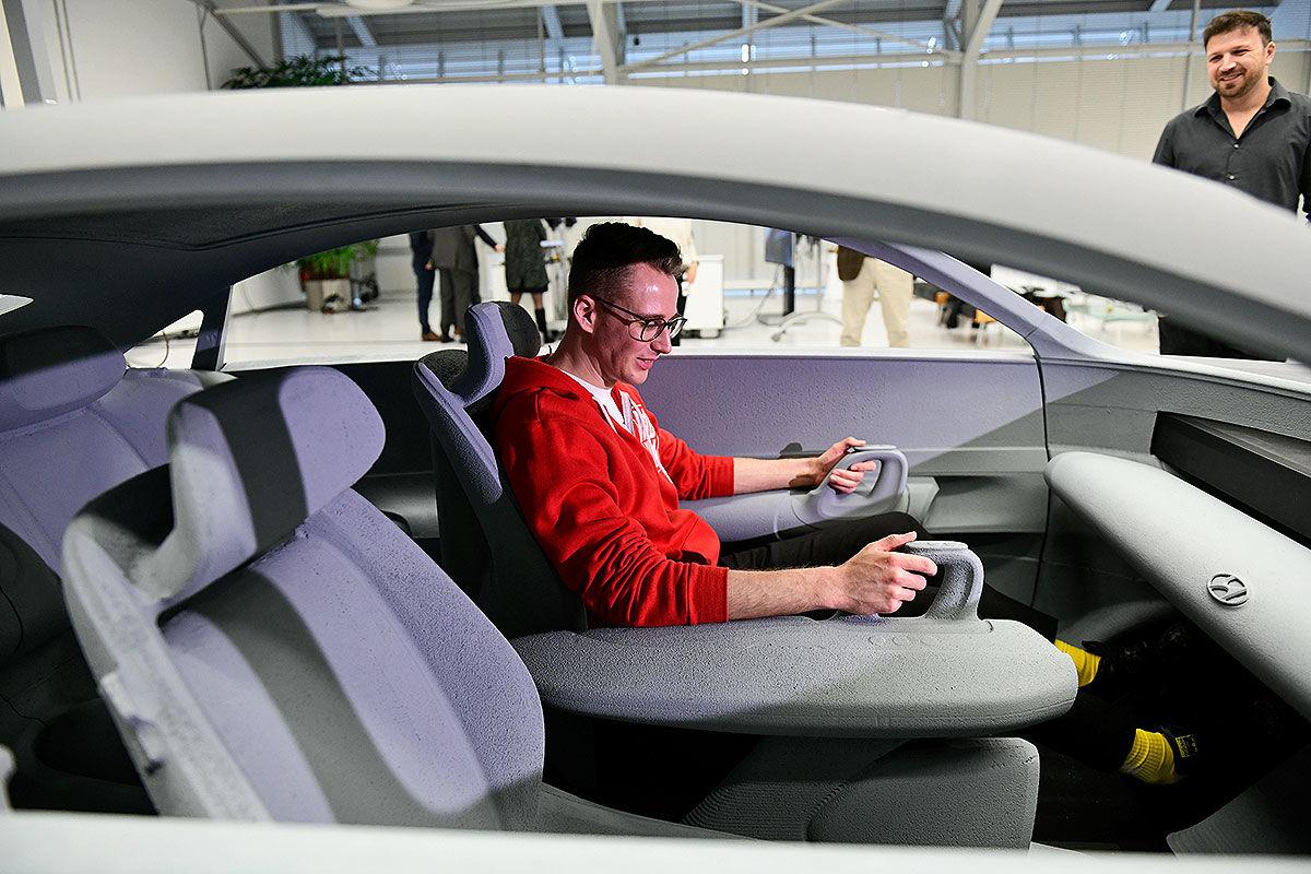 سيارة Hyundai الجديدة بدون مقود
