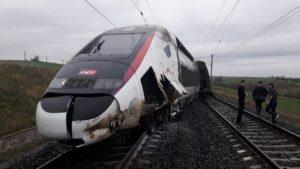 حادث خروج القطار السريع المتجه إلى باريس عن مساره