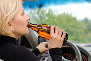 مخالفات الكحول والمخدرات وتأثيرها على قيادة السيارة