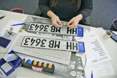 تسجيل وإلغاء تسجيل السيارات في ألمانيا في زمن الكورونا وفي الاحوال العادية