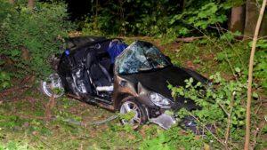 تحطم سيارة بورش كشف في حادث مرعب