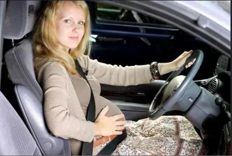 هل يمكن للمرأة الحامل الحصول على رخصة القيادة ؟