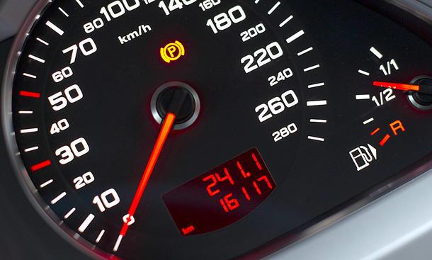 كشف التلاعب في عداد الكيلومترات عند شراء سيارة مستعملة :