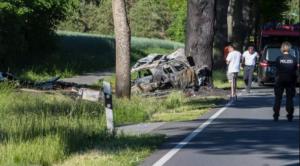 احتراق راكبين في حادث اصطدام سيارة بشجرة على الطريق B 191