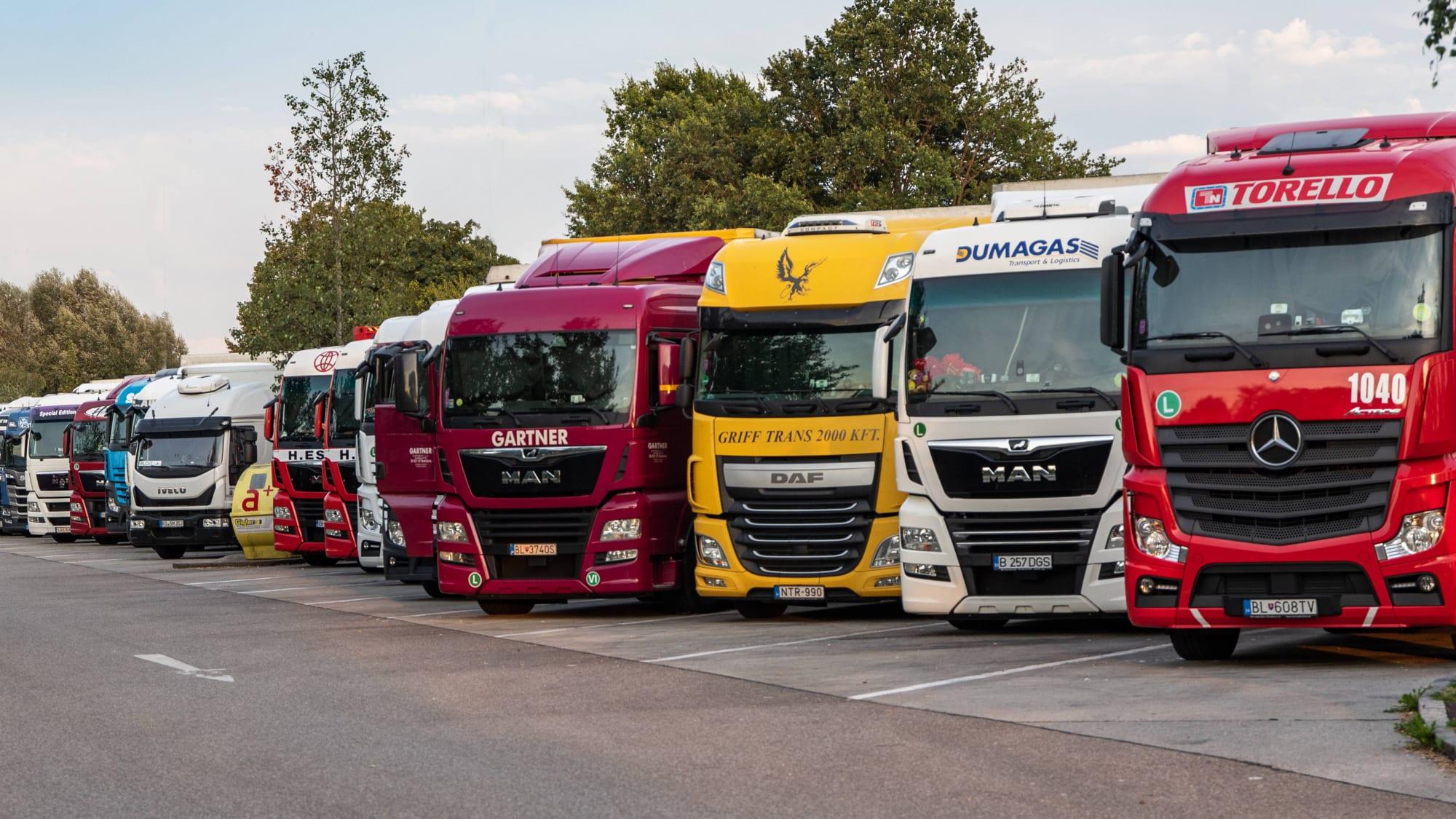 تطبيق حظر قيادة الشاحنات أيام الأحد والعطلات الرسمية في ألمانيا