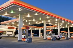 عواقب نفاذ وقود سيارتك وماذا تفعل بحال فراغ خزان الوقود على الطريق السريع