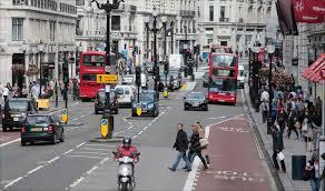 حركة المرور اليسرى والبلدان التي تقود في الاتجاه المعاكس المفترض من الطريق