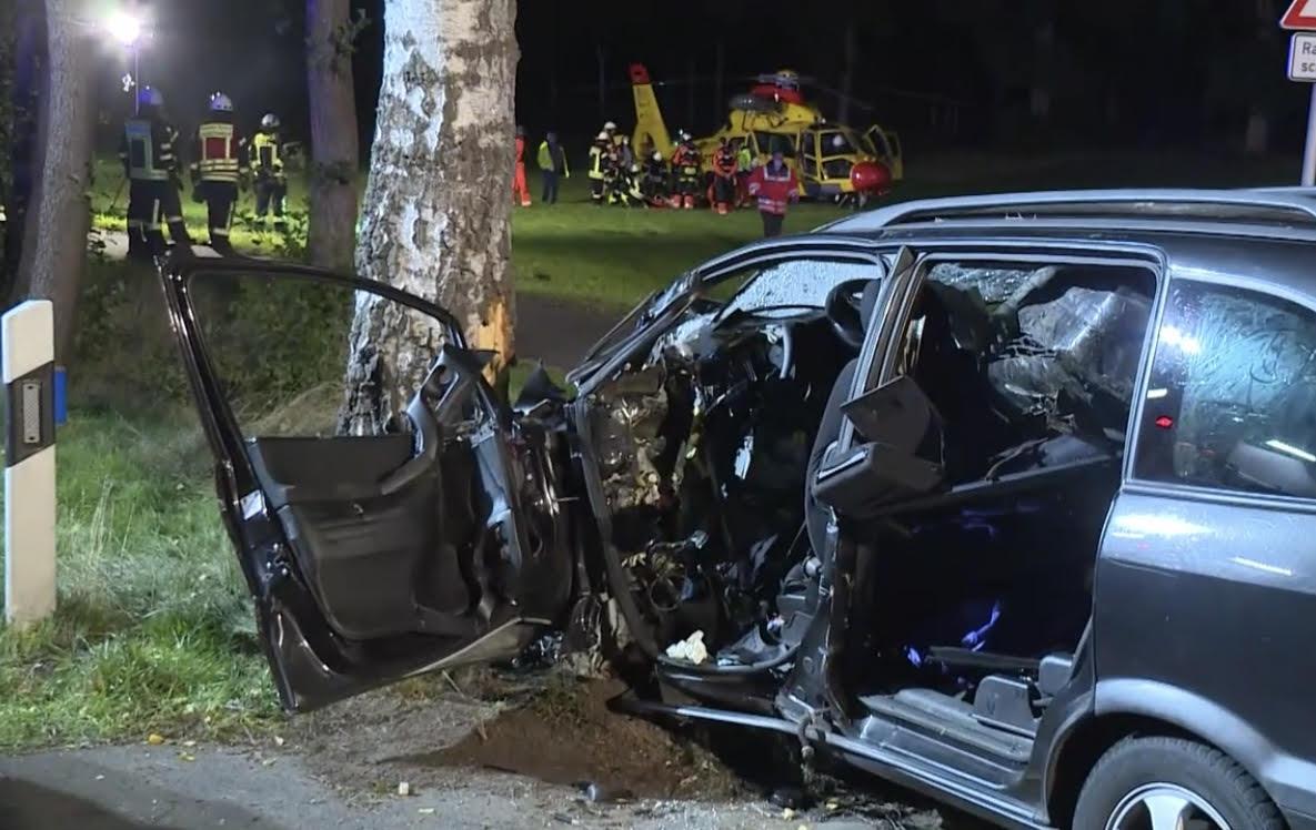 وفاة أم وابنها في حادث سير وإصابة 5 أطفال بجروح خطيرة