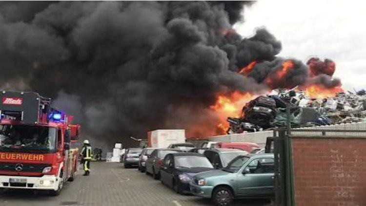 بوخوم – اندلاع حريق في شركة لإعادة تدوير السيارات