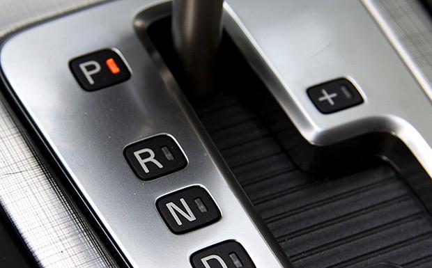 تطبيق إمكانية استخدام شهادة سواقة الاوتوماتيك لقيادة سيارات الغيار العادي
