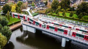 هولندا ,توقف مترو على ارتفاع 10 أمتار