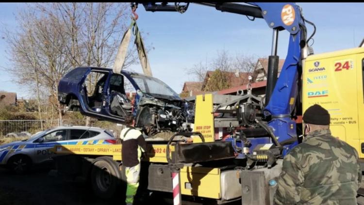 القبض على عصابة تسرق السيارات وتبيعها قطع في التشيك
