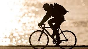 ركوب الدراجات على الرصيف: متى يُسمح بذلك؟