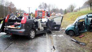 وفاة امرأة (31 عام) في حادث تصادم أمامي