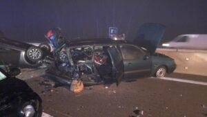 أصيب أربعة أشخاص في حادث خطير بسبب سيارة معطلة على الطريق السريع A5.