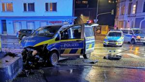 اصطدام سيارتي شرطة وإصابة خمسة من رجال الشرطة