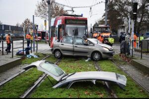 مانهايم: خروج الترام عن مساره وإصابة سائقي السيارات بجروح خطيرة