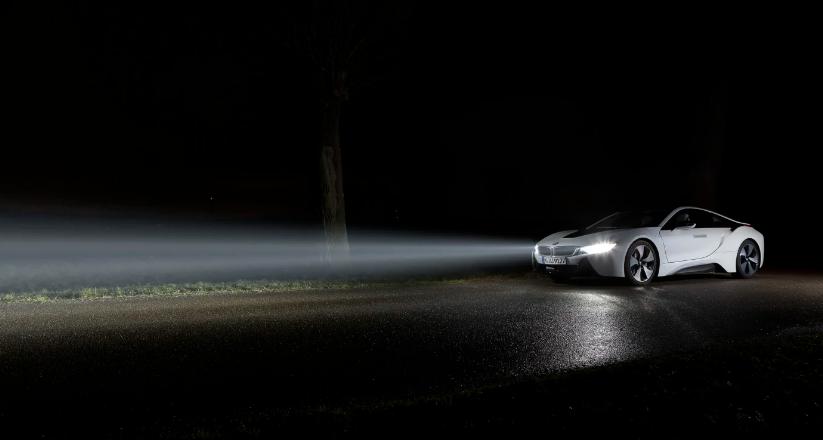 نصائح لرؤية جيدة عند قيادة السيارة في الليل