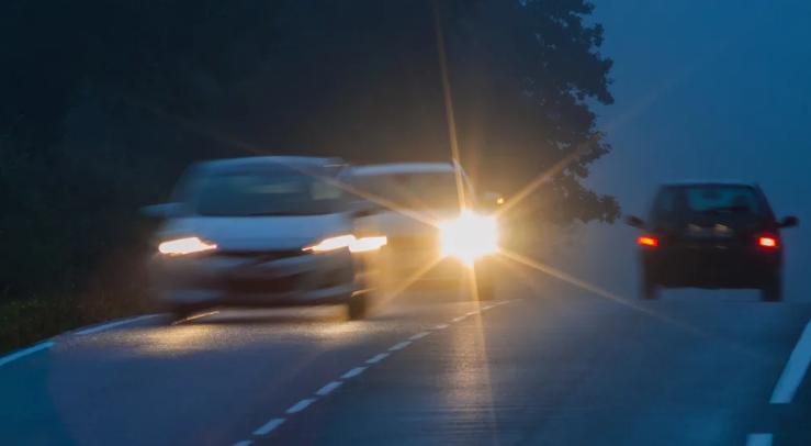 كيف تفحص إضاءة سيارتك ؟ونصائح لتكون مرئياً على الطريق