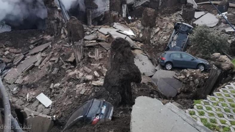 انهيار موقف للسيارات في نابولي