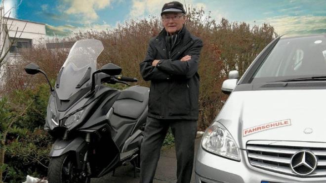 تقاعد أقدم مدرب لقيادة السيارات في ألمانيا