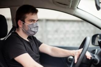 برلين وسارلاند وساكسونيا-القناع ضروري في السيارة, ومنع النظارة الشمسية مع القناع للسائق