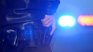 عصابة من لصوص السيارات تسرق سيارة أثناء تجربتها للشراء