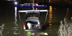 غرق سيارة ألمانية في أمستردام