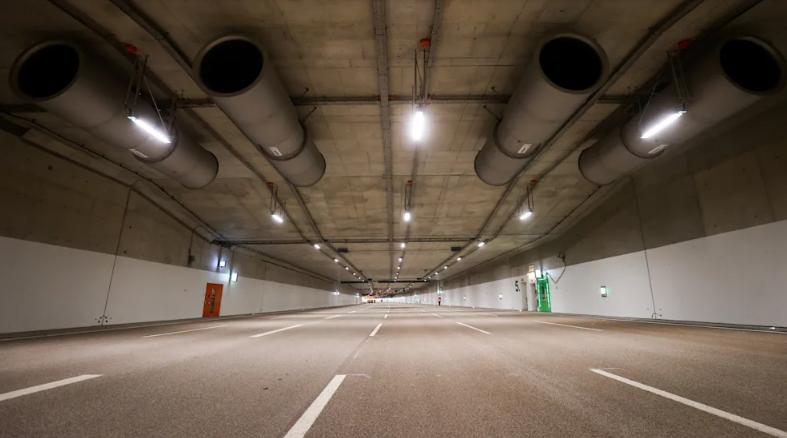 هامبورغ – إغلاق الطريق السريع A7 لتشغيل النفق