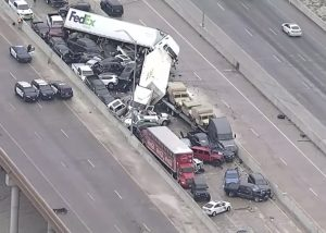 حادث تحطم جماعي ل 100 مركبة في ولاية تكساس