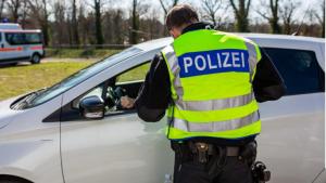 حقوقك وواجباتك عندما تطلب منك الشرطة التوقف لمراقبة حركة المرور