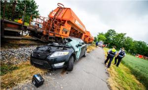 حادث اصطدام سيارة بقطار شحن عند معبر السكك الحديدية
