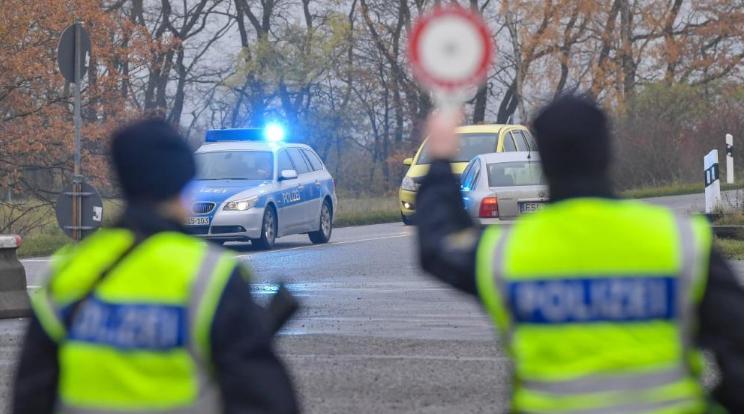 ألمانيا تراقب حدودها مع بولندا لمنع وصول اللاجئين